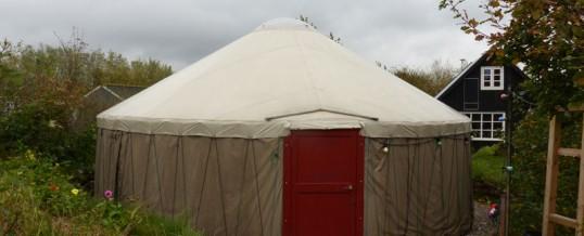 Cirkusforestilling i Trifolikoms jurte på Friland